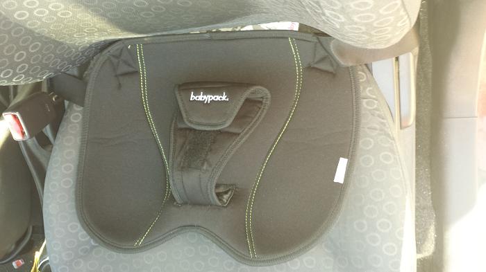 Cinturón seguridad embarazo babypack colocado en el coche