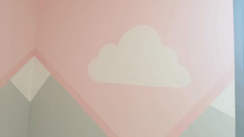 Nube blanca pintada en la pared