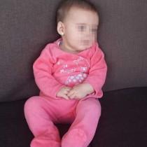 Bebé de 5 meses sentado