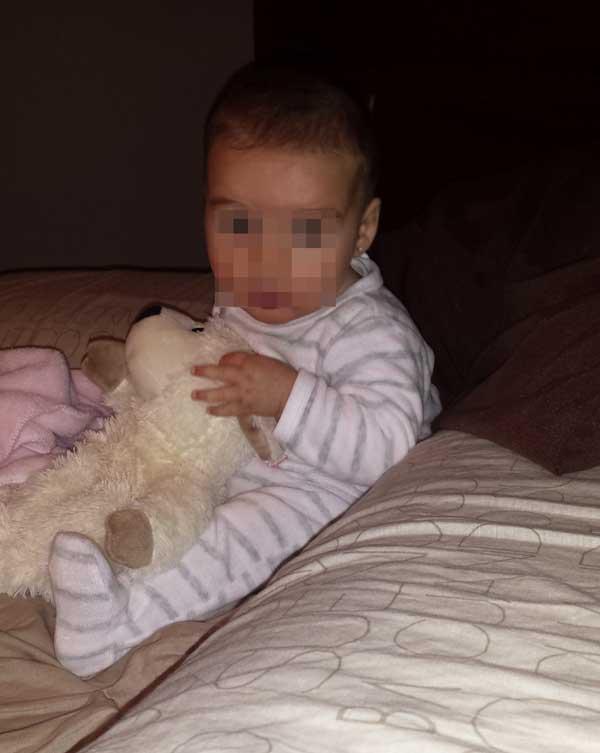 Bebé de 5 meses aprendiendo a sentarse
