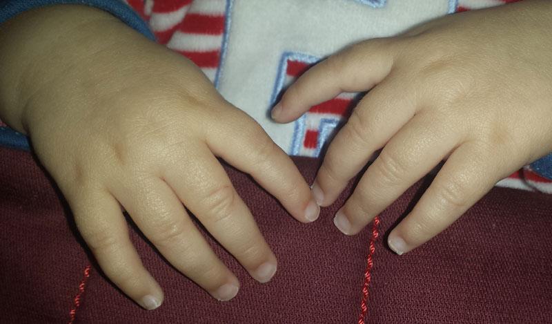 Difícil cortar las uñas a un bebé