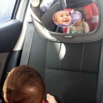Retrovisor de coche para bebés, ¡un gran invento!