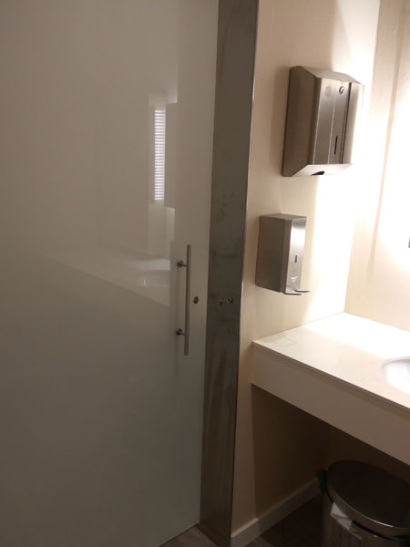 Puerta sala de lactancia